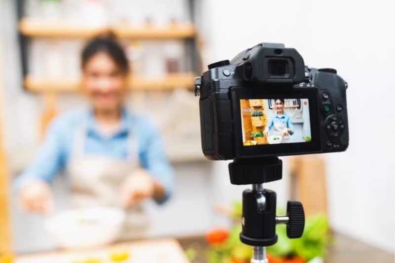 Woman teaching cooking class on online course platform.