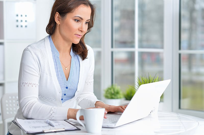 Woman with computer using best web hosting.