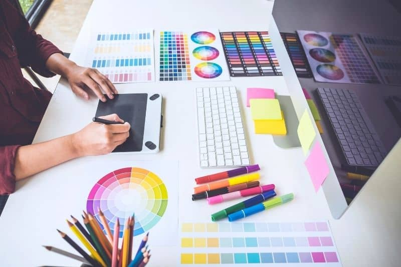 graphic design is a great way to make $2,000 in a month