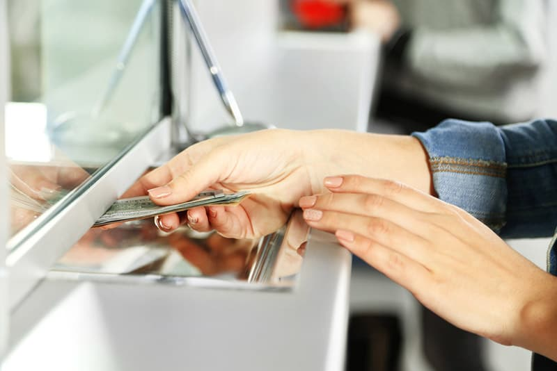 When you pass cash to the teller at the bank, you may be able to earn free money back as a banking bonus!