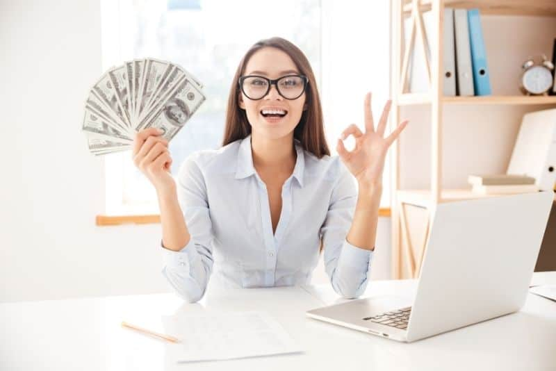 make an extra 1000 from home woman money