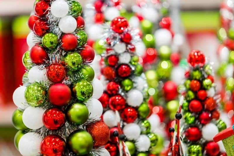 seasonal side hustles decorator